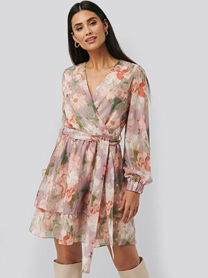 NA-KD Trend Belted Chiffon Dress multicolor