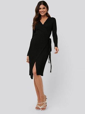 NA-KD Tie Front Knit Dress svart