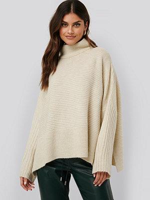 NA-KD Oversize Kimono Sleeve Pullover beige