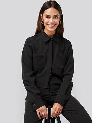 NA-KD Trend Short Pocket Shirt svart