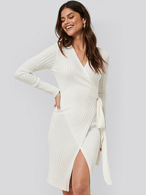 NA-KD Tie Front Knit Dress vit