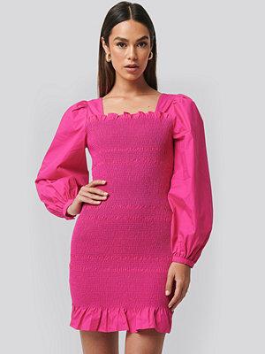 NA-KD Trend Smocked Mini Dress rosa