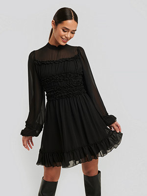 Trendyol Ruffle Detail Dress svart
