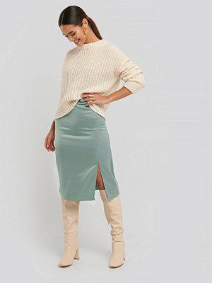 NA-KD Trend Front Slit Satin Skirt grön