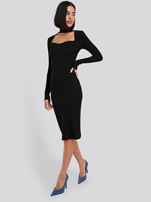 NA-KD Trend Cut Out Turtle Neck Ribbed Midi Dress svart