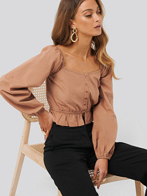 Anna Skura x NA-KD Puff Sleeve Button Blouse brun