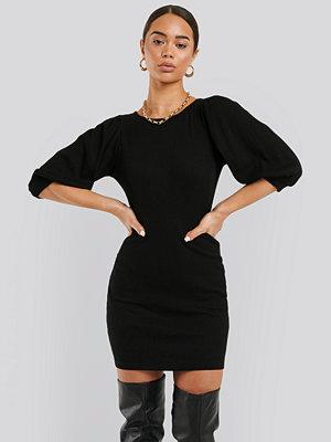 NA-KD Trend Puff Half Sleeve Ribbed Mini Dress svart