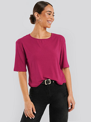 NA-KD Basic Round Neck Ribbed Tee rosa