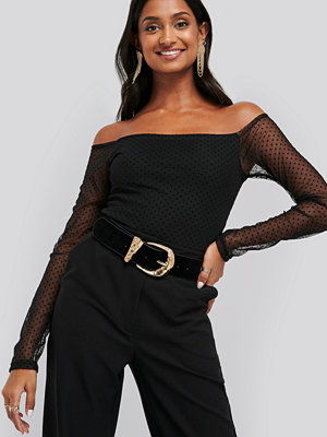 NA-KD Party Slip Shoulder Dotted Mesh Top svart