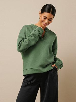 Nicki x NA-KD Button Sweatshirt grön