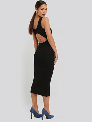 NA-KD Trend Open Back Sleeveless Dress svart