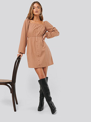Anna Skura x NA-KD Puff Sleeve Button Up Dress brun