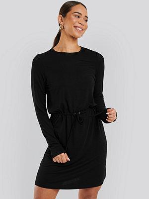NA-KD Drawstring Jersey Dress svart