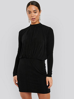 NA-KD Gathered Waist Knit Dress svart