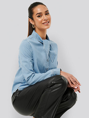 NA-KD Trend Tied Collar Denim Shirt blå