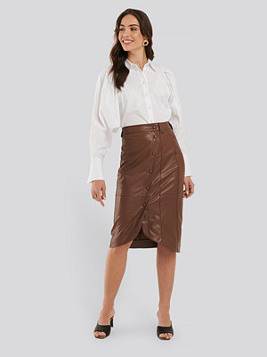 NA-KD Faux Leather Wrap Skirt brun