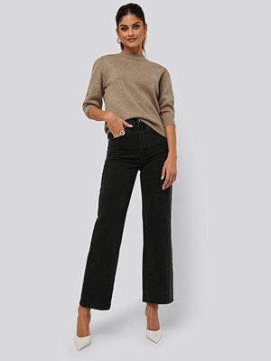 AFJ x NA-KD Loose Fit Jeans svart