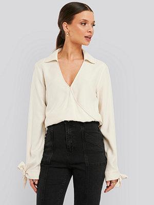 NA-KD Trend Tie Cuff Wrap Blouse beige