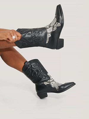 NA-KD Shoes Reptile Detailed Cowboy Boots svart