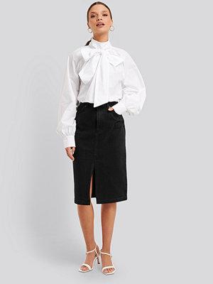 NA-KD Trend Front Split Midi Denim Skirt svart