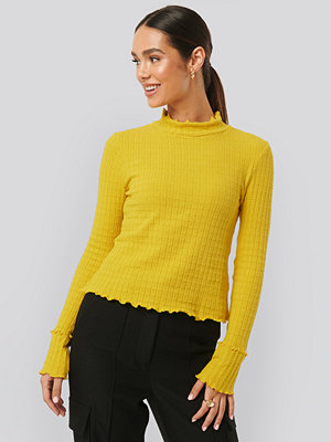 NA-KD Frill End Ribbed Polo Sweater gul