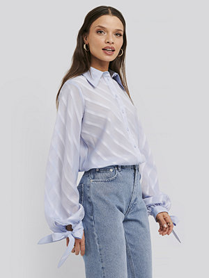 Skjortor - NA-KD Trend Tie Cuff Balloon Sleeve Shirt blå
