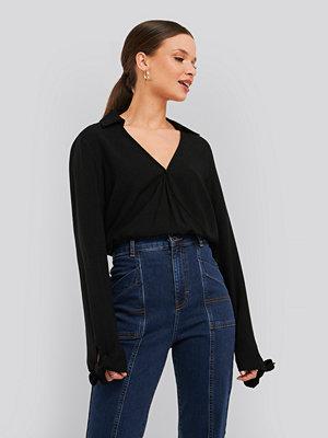 NA-KD Trend Tie Cuff Wrap Blouse svart