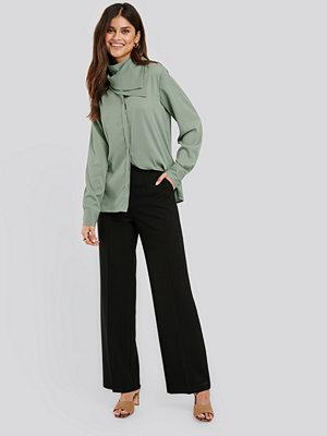 NA-KD Classic svarta byxor Wide Leg Suit Pants svart