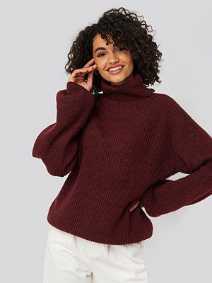 NA-KD Trend Knitted Turtle Neck Sweater röd