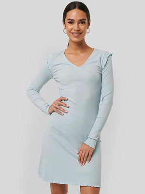 NA-KD Ribbed V Neck Shoulder Detail Dress blå