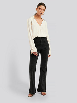 NA-KD Trend High Waist Front Seam Flare Jeans grå