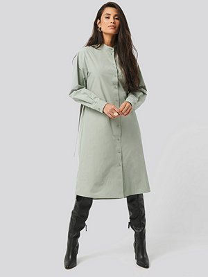 NA-KD Trend Adjustable Side Strap Shirt Dress grön