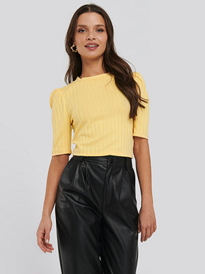 NA-KD Puff Sleeve Cropped Ribbed Top gul