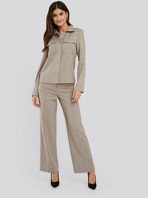 NA-KD Classic omönstrade byxor Wide Leg Suit Pants grå
