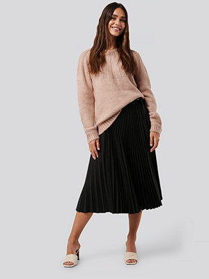 NA-KD Trend Belted Pleated Skirt svart