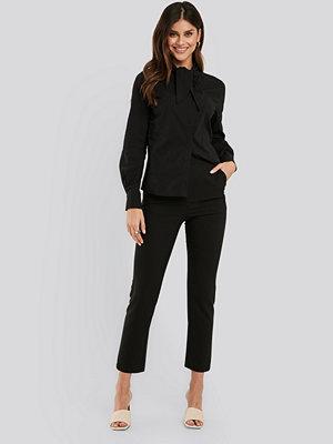 NA-KD Classic svarta byxor Slim-fit Suit Pants svart