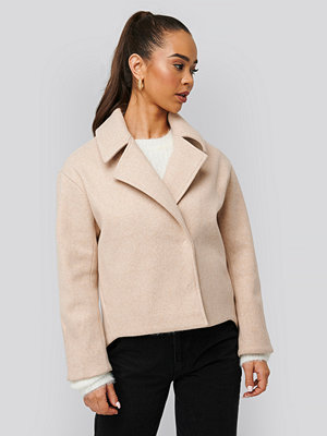 NA-KD Short Coat beige