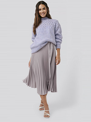 NA-KD Trend Belted Pleated Skirt lila