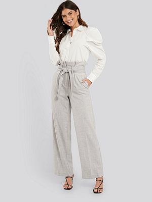 NA-KD Trend ljusgrå byxor Maxi Paperwaist Suit Pants grå