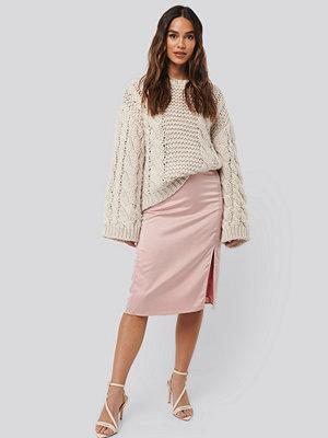 NA-KD Trend Front Slit Satin Skirt rosa