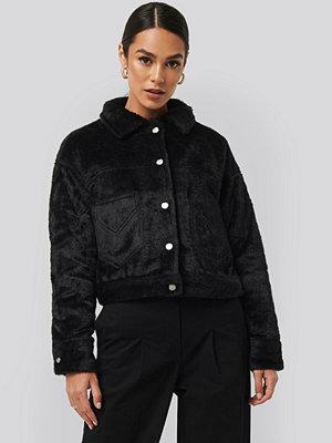 NA-KD Trend Hairy Faux Fur Jacket svart