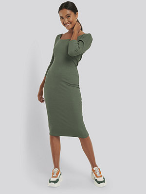 NA-KD Trend Square Neck Puff Sleeve Rib Dress grön