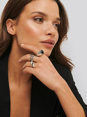 Statement by NA-KD Influencers smycke Laura Genovino 3-pack Rings silver
