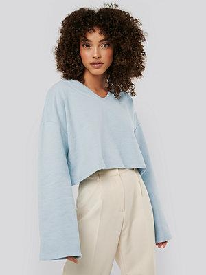 NA-KD Basic Cropped V Neck Oversized Sweater blå