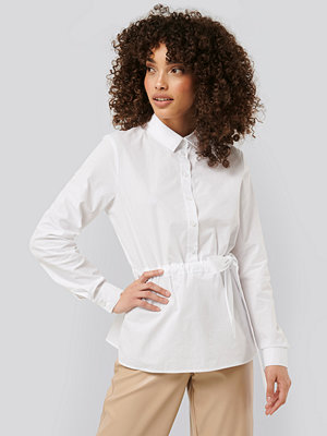 NA-KD Trend Belted Shirt vit