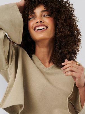NA-KD Basic Cropped V Neck Oversized Sweater beige