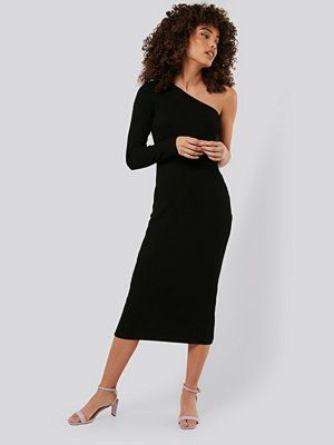 NA-KD Trend One Shoulder Ribbed Midi Dress svart