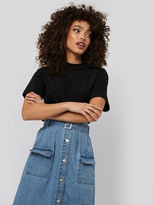 T-shirts - Trendyol Neck Basic Knitted T-shirt svart