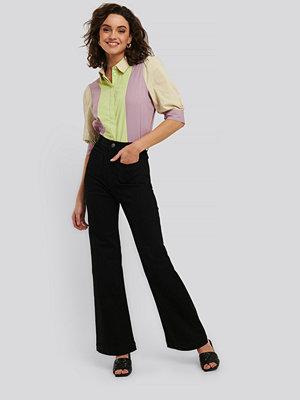 NA-KD Trend Flare Jeans svart