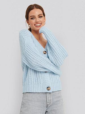 NA-KD Big Button Short Cardigan blå
